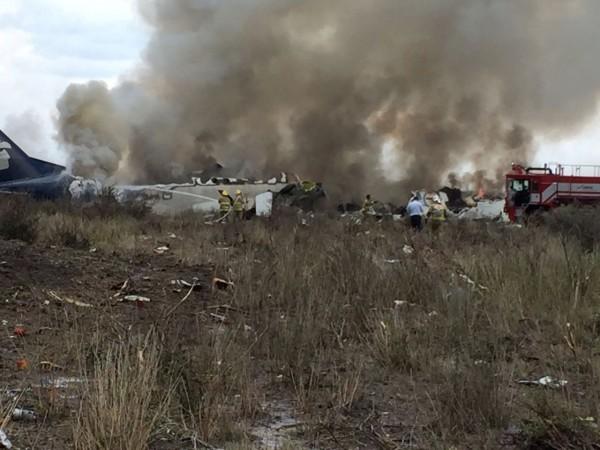 墨西哥1客機起飛5分鐘後墜毀,機上101人全部生還。(路透)