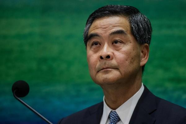 香港特首梁振英被挖出黑紀錄,2012年就職宣誓時,把「香港」漏了。(法新社)