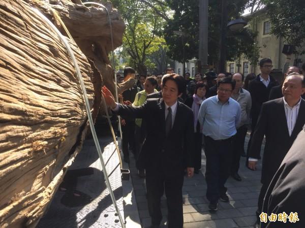 行政院長賴清德今天前往嘉義市林業村參訪。(記者陳璟民攝)