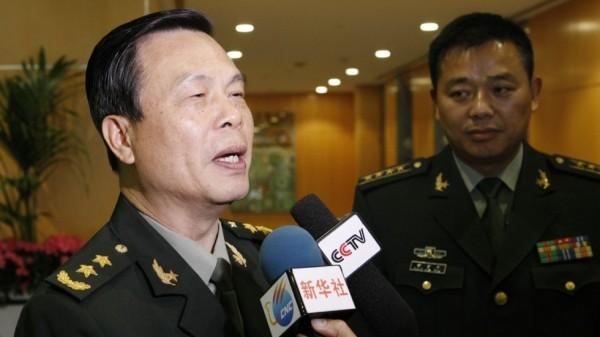 香港媒体指出,已退休的64岁中共解放军上将蔡英挺,遭中央连降8级,据悉原因是他没有按照正常管道申报他的女儿和一名外国人结婚。(图取自《南华早报》)