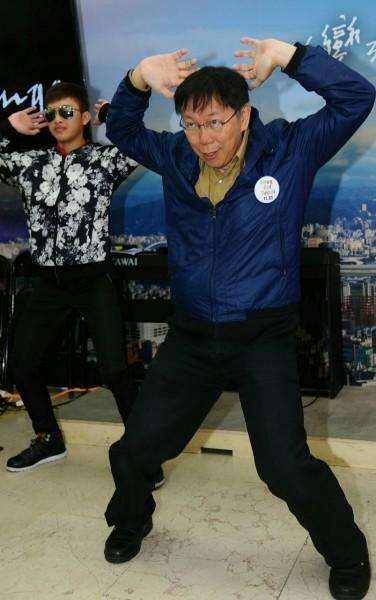 柯文哲稱自己跳舞一定會跌倒。(資料圖 記者張嘉明攝)