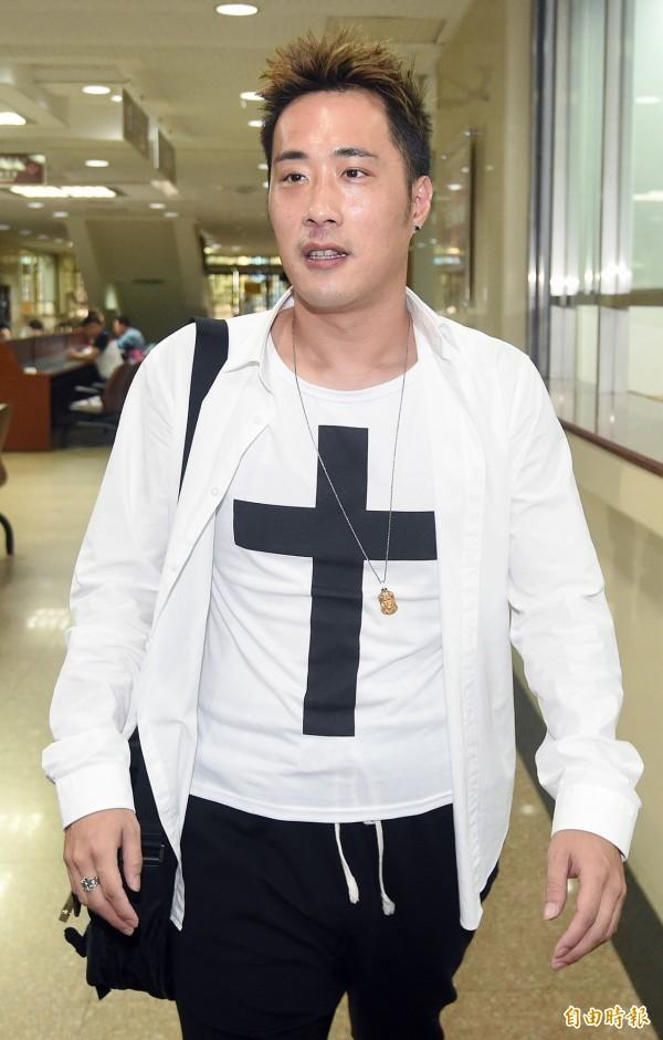 台北地院7日開庭審理藝人余祥銓遭控傷害案,余祥銓準時到庭應訊。(記者廖振輝攝)