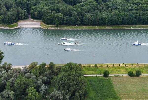 德國聯邦航運管理局(WSV)指出,萊茵河在西部的考布鎮(Kaub)有重要的水位觀測隘口,在去年夏天平均最低水位尚有119公分。(法新社)