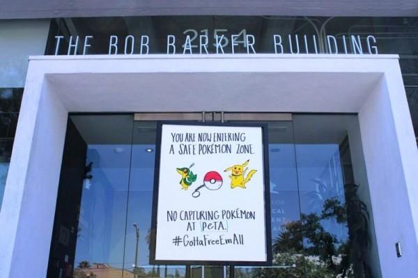 善待動物組織立牌禁止工作人員在公司內捉神奇寶貝。(圖片擷取自《ITV》)