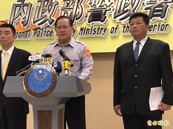 警政署長陳國恩(中)召開記者會強調對反年金滋事分子,將依法追究嚴辦(記者邱俊福攝)