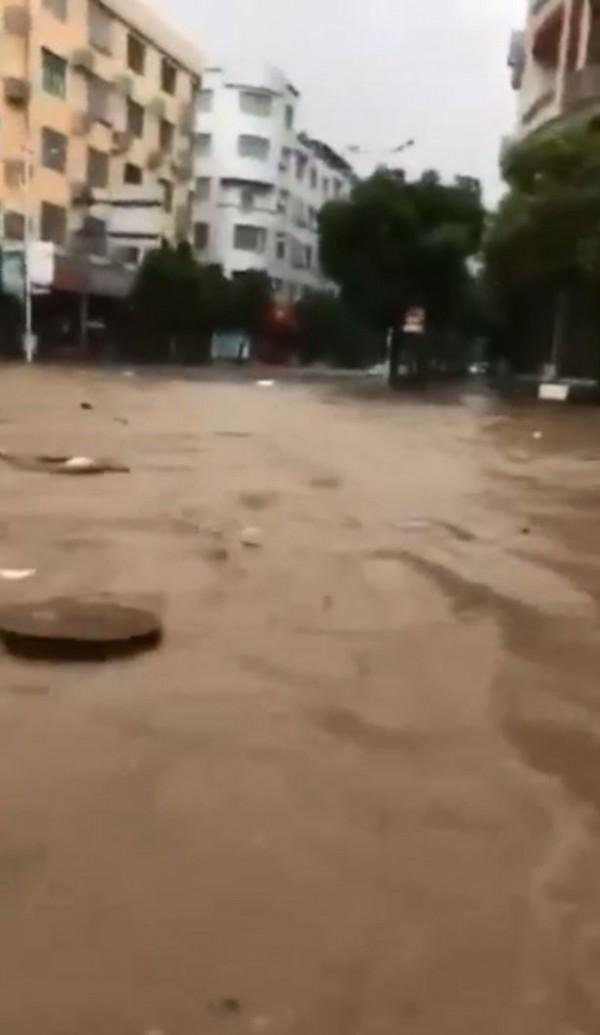 中颱瑪莉亞登陸中國後,已於部分地區引發淹水等災情。(擷取自微博)
