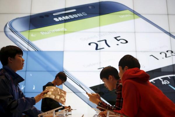 近日有外國研究機構分析,南韓三星可能在5年之內退出智慧型手機市場,原因是難敵中國手機與中低價位手機的競爭。(路透)