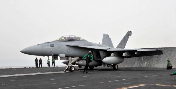 有媒體報導,我國空軍已透過管道,與美方討論購買F-15與F-18戰機的可能性。圖為F-18。(法新社)