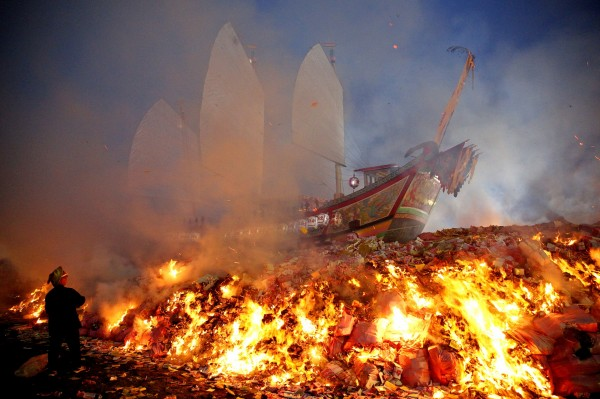 The King Boat is set on fire at the end of the previous Wangyeh Festival in 2015. Photo: Perry Svensson, Taipei Times