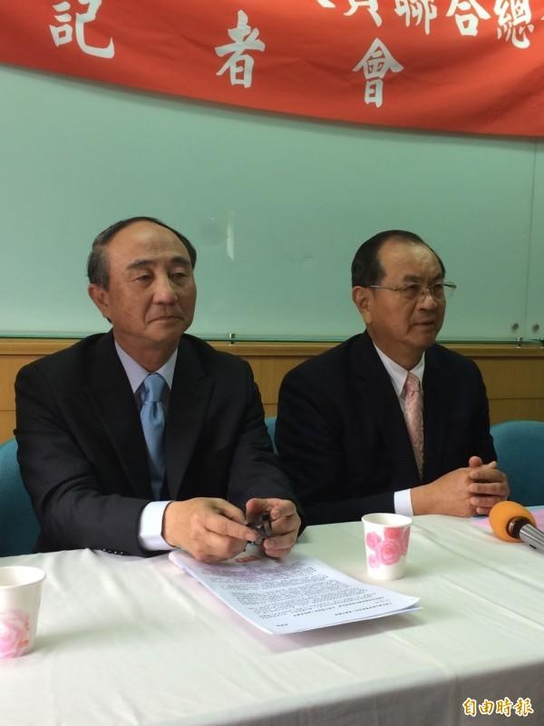 退休中將胡筑生(左)在今日國民黨公布的不分區立委名單中,名列第13位。(資料照,記者甘芝萁攝)