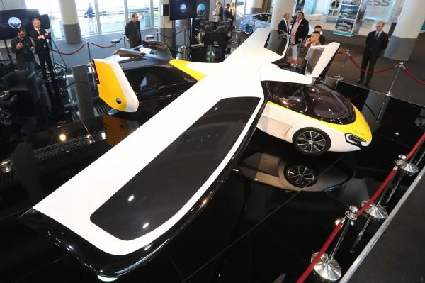 由斯洛伐克的AeroMobil車廠所推出的飛天車,在經過多年的研究測試後,近日表示可在今年內接受預訂。(法新社)
