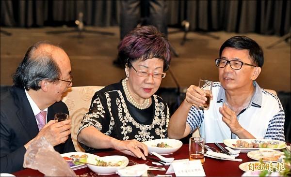 凱達格蘭基金會昨舉辦感恩募款餐會,前總統陳水扁參加。(記者簡榮豐攝)