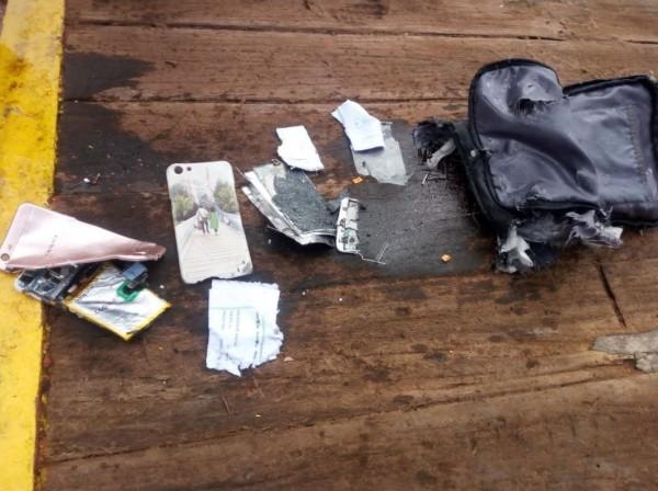 失事地點發現客機殘骸、救生衣以及乘客私人物品。(圖擷自Sutopo Purwo Nugroho twitter)