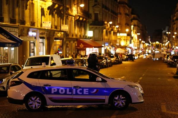 法國內政部部長皮埃爾·亨利·布蘭德特表示,攻擊者向警車開火,當場擊斃1名警察,並射傷另外2名員警。行兇槍手則遭到追捕的警察射殺身亡。(法新社)