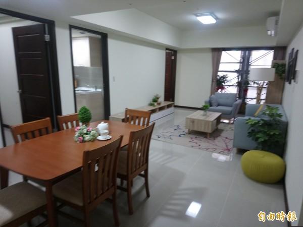 中路二號社宅,三房型客廳顯得相當寬敞。(記者謝武雄攝)