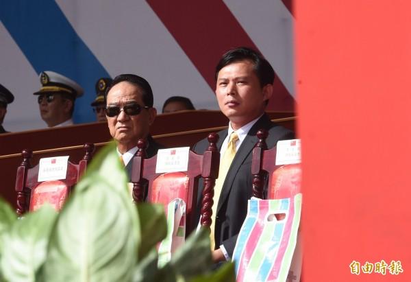 時代力量主席黃國昌(右)表示全力支持蔡英文的做法。(資料圖 記者羅沛德攝)