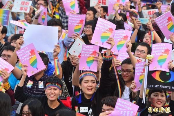 同婚團體上週六舉行「讓生命不再逝去 為婚姻平權站出來音樂會」,活動結束後卻驚傳有女同志不堪家人監禁因而自殺。(記者王藝菘攝)