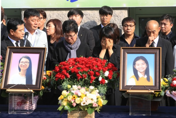 2014年4月发生的世越号船难造成304人死亡,其中几乎都是参加毕业旅行的高中生。(法新社)