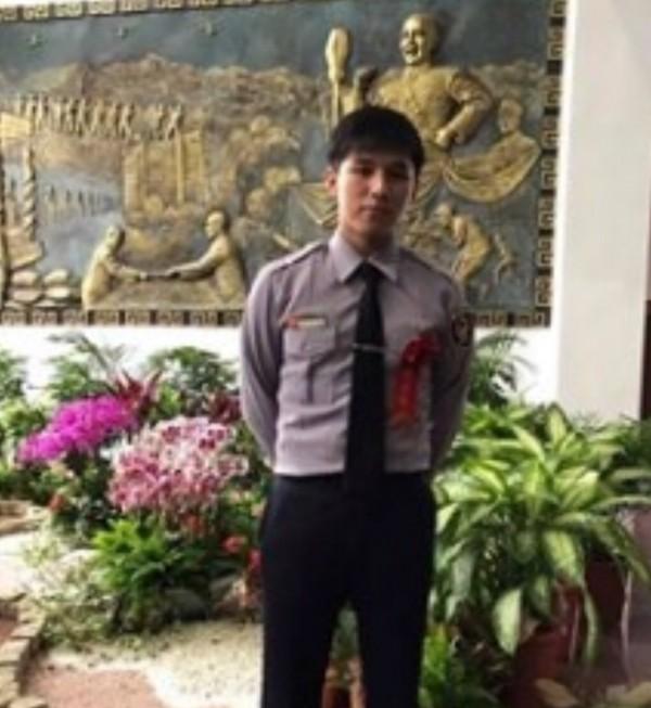警專34期畢業的20歲警員洪羽頡(見圖),去年10月23日才剛分發到桃園市警局楊梅分局埔頂派出所服務,沒想到才下單位服務7天,就在上班途中出車禍身亡。(圖擷取自洪員臉書)