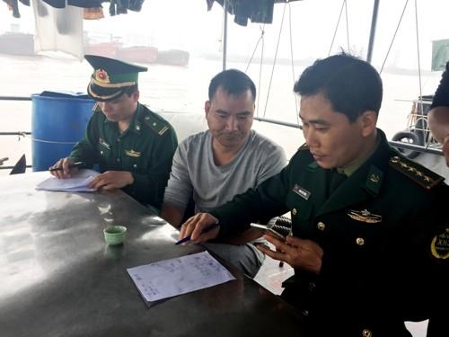 船上3名成員被帶回接受審問,來自廣東的38歲船長則坦承他們侵犯了越南領海。(圖擷自VN Express)