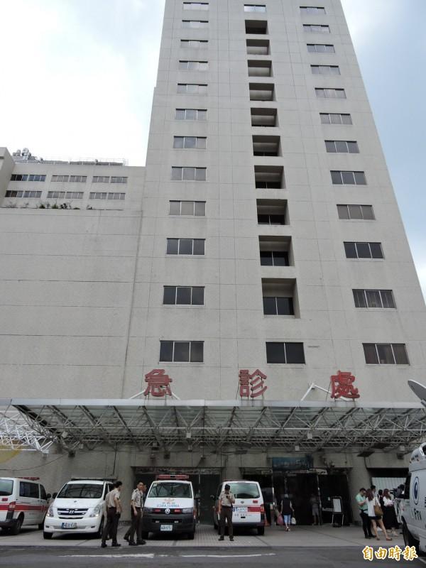 亞東醫院表示,7月1日起不再產生負時數情形,圖為亞東醫院急診處。(記者賴筱桐攝)