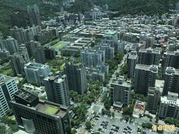 柯P表示,交易資訊的不透明和不合理的價稅,是房價高漲的元兇之一,未來將透過地政維新,達成健全房市的目標。(資料照,記者徐義平攝)