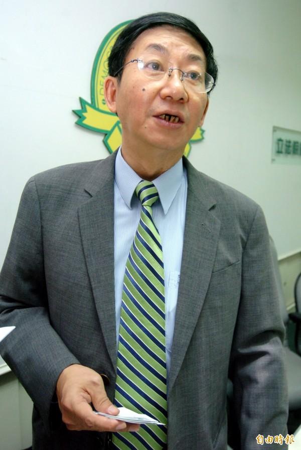 國家太空中心前主任吳作樂2008年被控浮報採購金額、圖利特定廠商,遭起訴求刑15年,該案最後無罪確定。(資料照,記者簡榮豐攝)