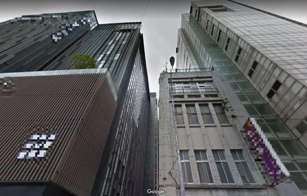 KTV後陽台與比鄰的旅店僅有10公尺,且旅店的窗簾透光,能夠從KTV清晰看到男女激情大戰的畫面。(圖擷取自Google地圖)