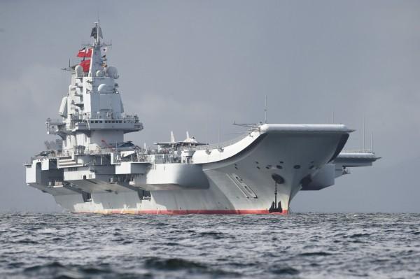 中國飛行員透露,想在遼寧號安全降落需要運氣。(法新社)