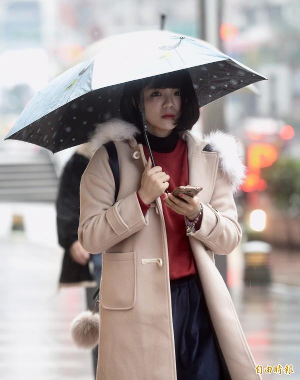 今天北台灣清晨低溫約15、16度,白天高溫也僅20度上下,整天都有涼意;中南部溫度也會下降,不過幅度較小。(資料照)