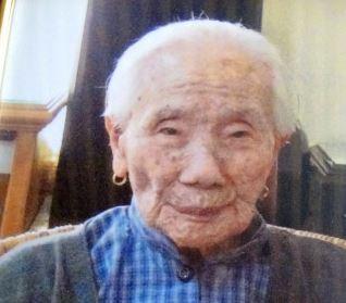 102歲的馬國人瑞黄桔妹日前在睡夢中安詳的辭世,然而家人也驕傲的表示,婆婆生前非常健康,沒去過醫院。(圖擷取自光華日報)