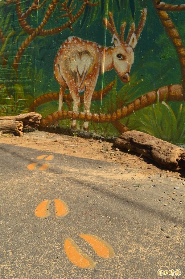 藝術家陳亦琳以當地成群梅花鹿為靈感,創作出「鹿野迷蹤」。(記者蔡宗憲攝)