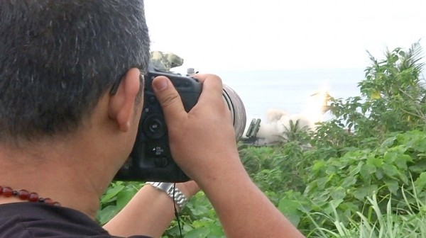 A military enthusiast yesterday photographs the firing of a Patriot II missile in Taitung County's Chenggong Township. Photo: Wang Hsiu-ting, Taipei Times