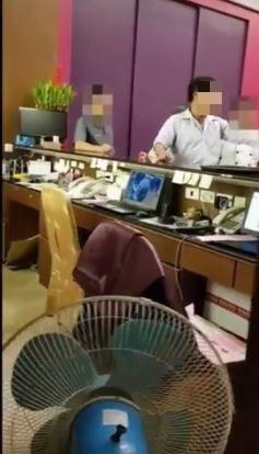 婚禮女主持人指遭餐廳老闆咆哮,她將影片PO網。(圖擷取自爆料公社影片)