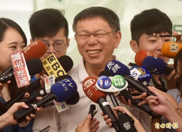 台北市長柯文哲今日出席「拒絕餐桌上的微塑膠-減塑·食安·綠學堂」計劃頒獎典禮,講到如果要稱讚女生不會變老,就說她「像保麗龍」。(記者簡榮豐攝)