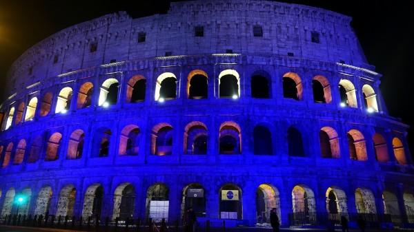義大利的羅馬競技場的藍牆。(路透社)