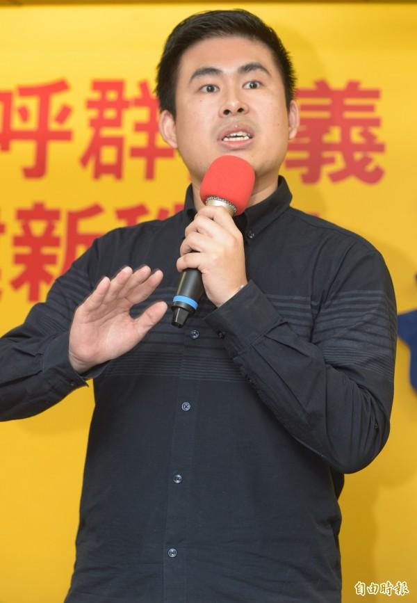 台師大政治所教授范世平在臉書表示,王炳忠(圖)等人在北檢披露的計畫書大談「匪言匪語」,想賴恐怕也賴不掉了。(記者張嘉明攝)