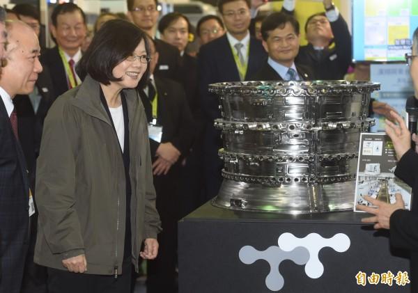 總統蔡英文參觀「第26屆台北國際工具機展覽會」攤位。(資料照,記者簡榮豐攝)