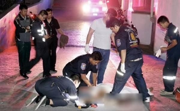 珍娜森墜地後頭部嚴重受傷,身體多處骨折,在醫院急救無效死亡。(圖擷自「Breaking News Today」YouTube頻道)