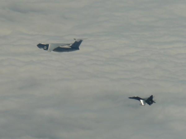 中共軍機IL-78及Su-30。(國防部提供)