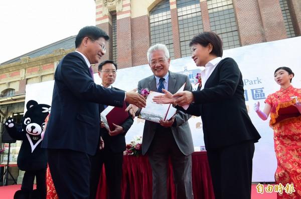 林佳龍、盧秀燕今天都出席「台中車站鐵道文化園區興建營運移轉案」簽約典禮。(記者廖耀東攝)