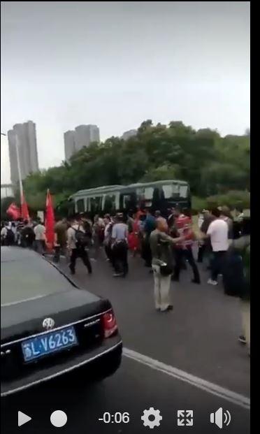 中國鎮江老兵維權抗爭擴大,各地老兵快速馳援集結中。(圖擷取自臉書)