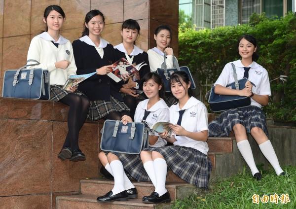 台北市稻江護家制服走日系風,可愛兼具氣質。(記者廖振輝攝)