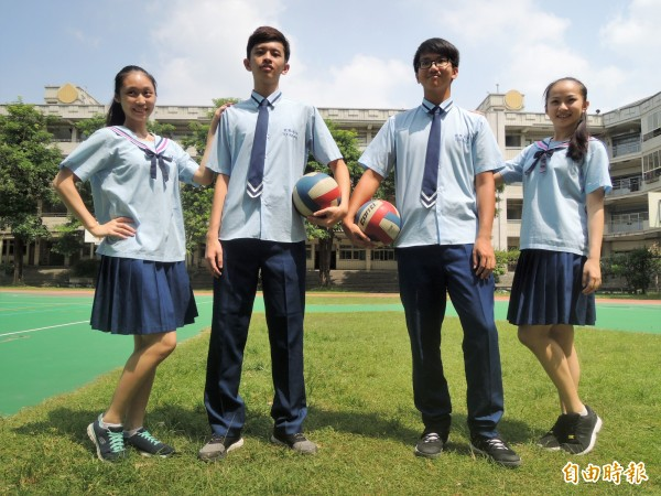 擁有高人氣的家齊高中校服,在台南市相當具有辨識度。(記者劉婉君攝)
