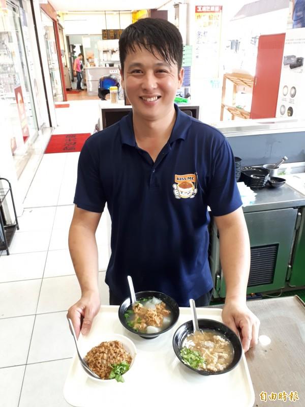 桃源號滷肉飯、香菇肉羹湯、排骨酥湯,原料都是老闆親自製作。(記者謝武雄攝)