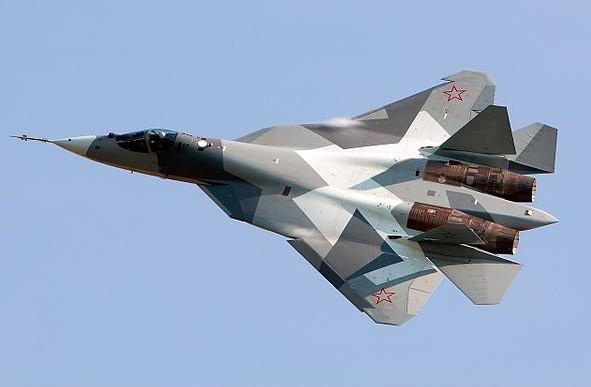 「蘇-57」是俄羅斯空天軍首架匿蹤戰機,最大巡航速度為每小時2600公里。(維基百科)