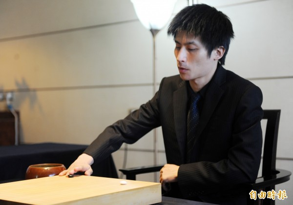 曾經獲得「大滿貫」並稱霸日本棋壇的旅日棋士,前名人張栩九段(見圖)日前在第43屆名人戰的循環賽事中,以8場全勝之姿取得頭銜挑戰權,將向現任「名人」頭銜持有者井山裕太進行7局的挑戰賽。(資料照)