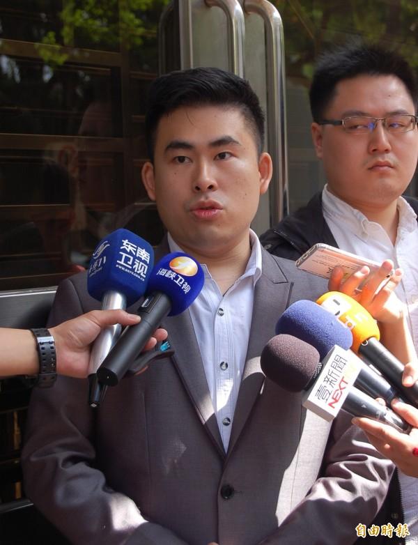 新黨發言人王炳忠今被高院傳訊為共諜案作證,王質疑檢調洩密,已提起自訴案。(記者楊國文攝)