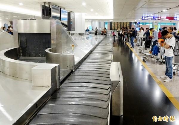 颱風逼近,國際線多航班取消。(資料照)