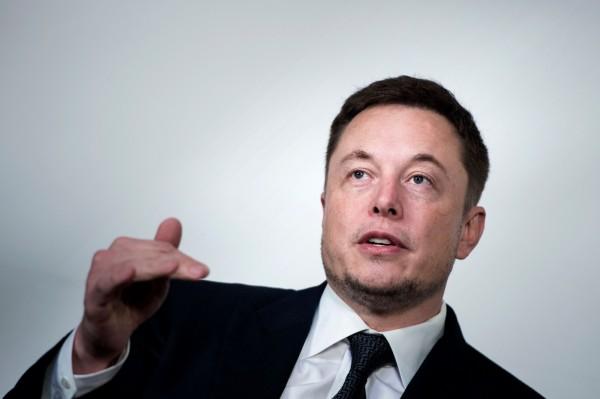 Tesla執行長馬斯克(Elon Musk)之前也為了協助救援,特地趕製迷你潛水艇。(法新社)